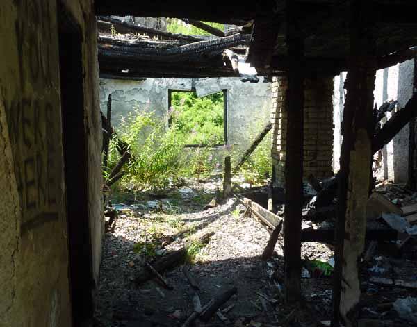 Внутри сгоревшего дома