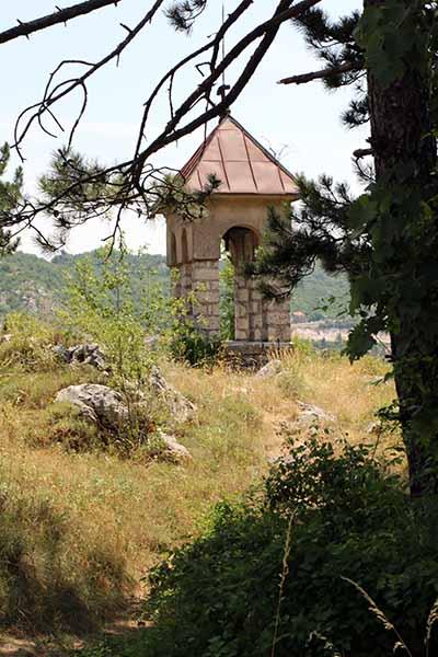 Вид из леса на колокольню