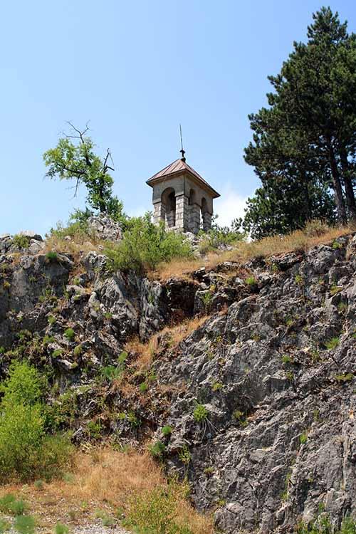 Колокольня на скале