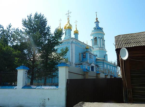 церковь с домом