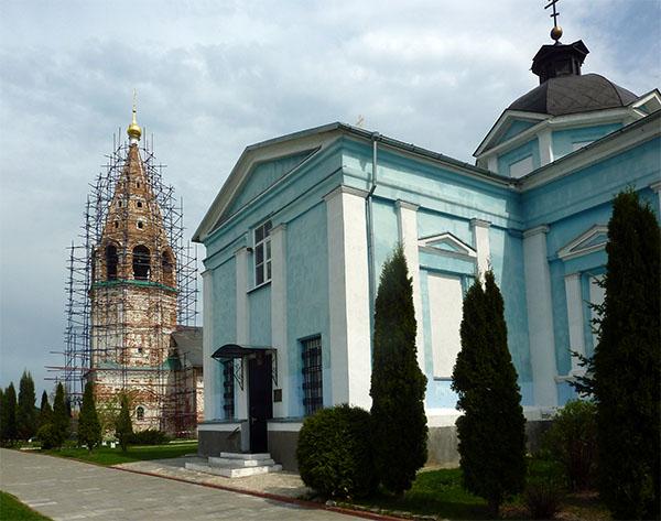 церковь в лесах
