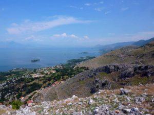 побережье озера