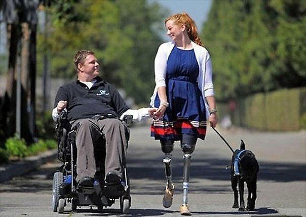 супружеская пара инвалидов и собака