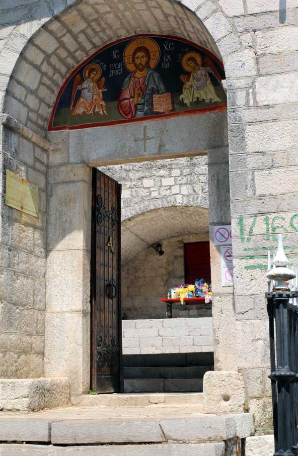 Вход в цетинский мужской монастырь