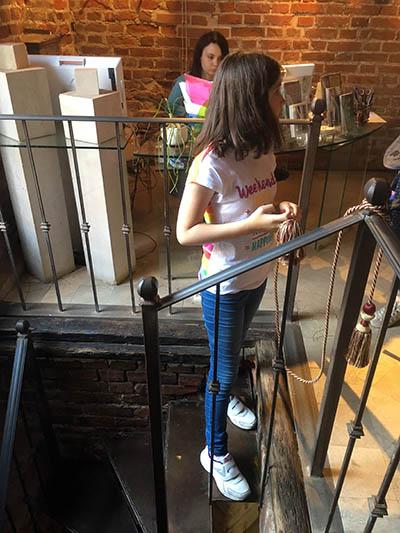 витая лестница вниз