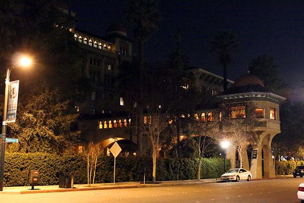 ночной «Castle Green»